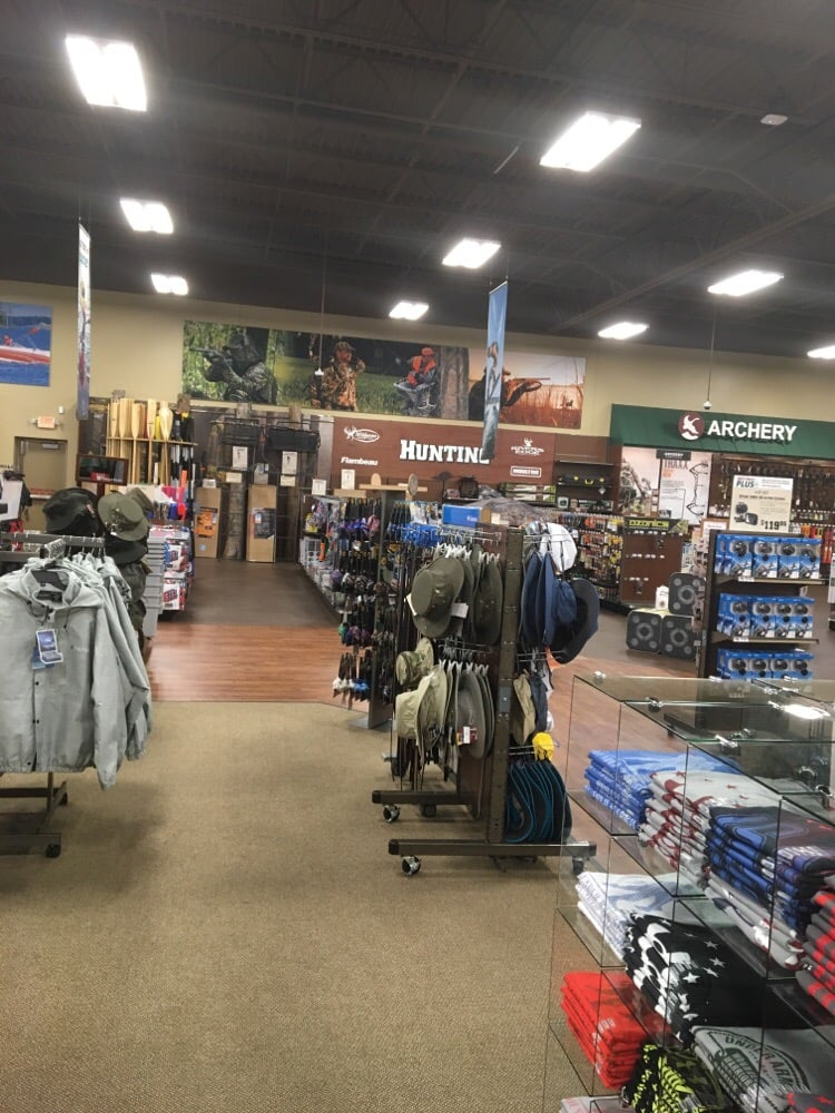 Shoe Carnival   Shops on the Circle, Dothan, AL. Get shoes, boots, and sandals for your entire family at Shoe Carnival in Dothan, AL! For a fun and exciting shopping experience, check out Shoe Carnival, located at Ross Clark Circle in Dothan, AL.