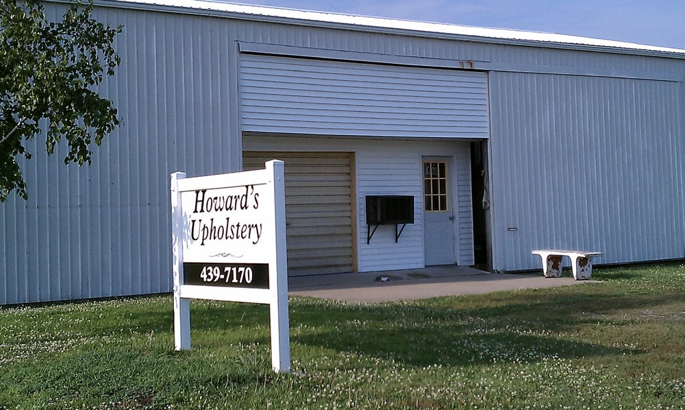 Howard's Upholstery: 17225 Akin Blacktop, Benton, IL