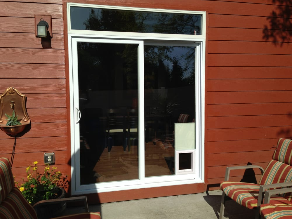 Complete Vinyl Sliding Patio Door With Electronic Pet Door