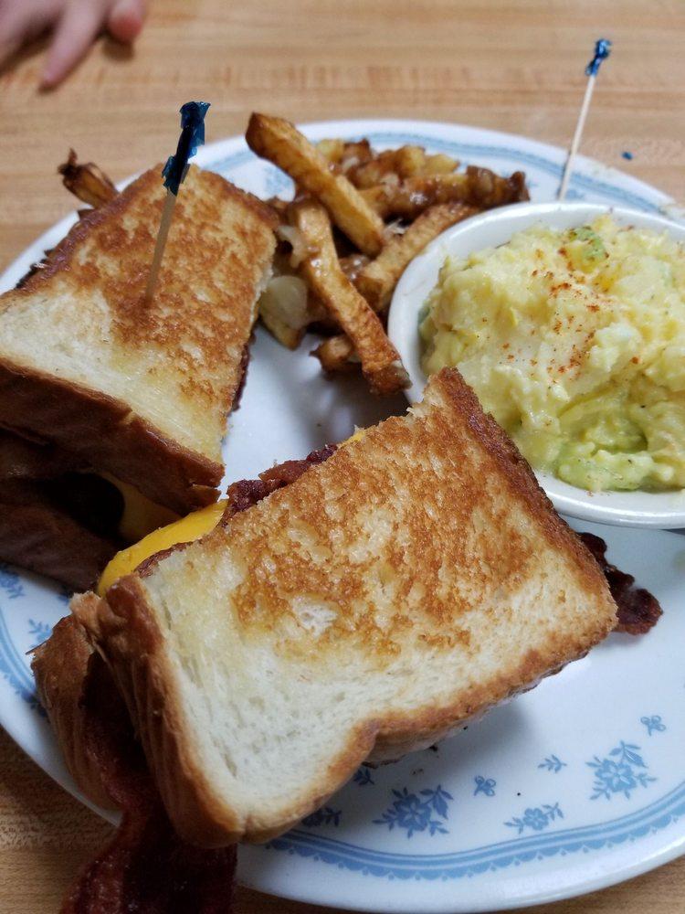 Mapleton Lunch: 1716 Main St, Mapleton, ME