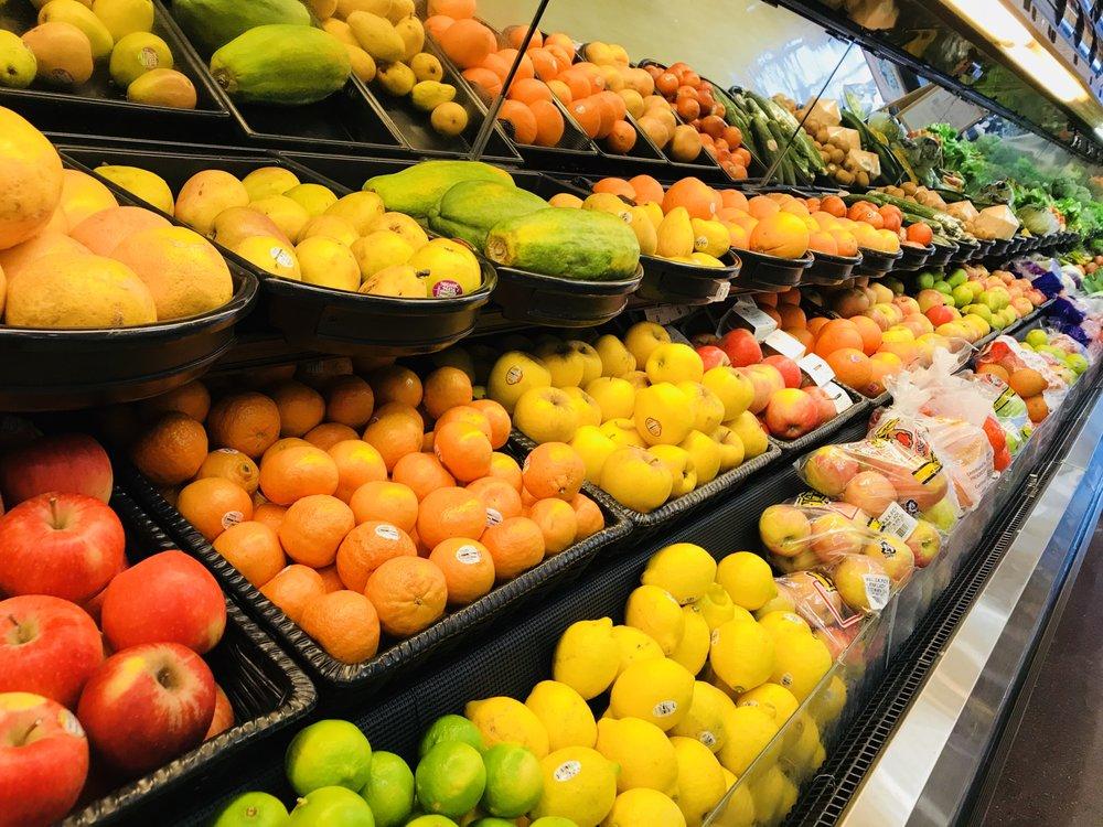 Greenacres Market: 8141 E 21st St N, Wichita, KS