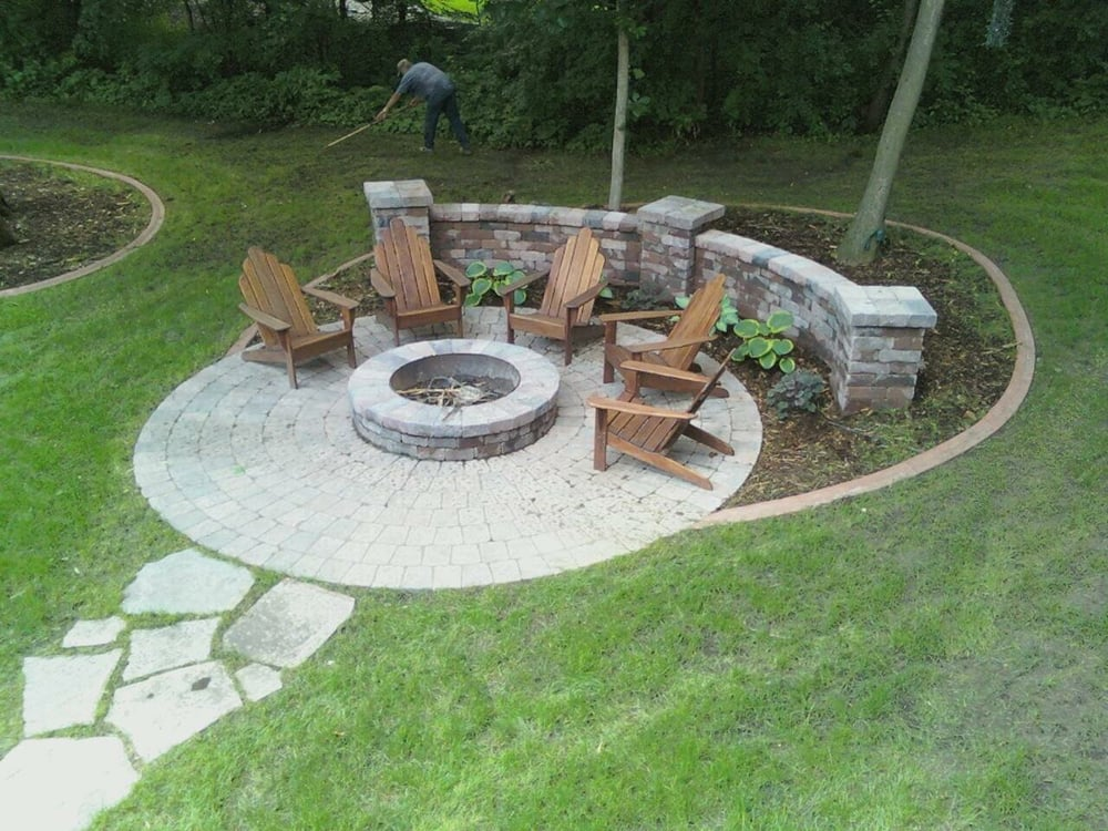 Paver fire pit area with sitting walls yelp for Garden sit out designs