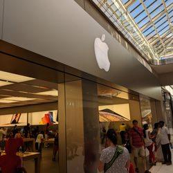 Apple Store - 13 Photos & 18 Reviews - Computers - 50 Rideau ...
