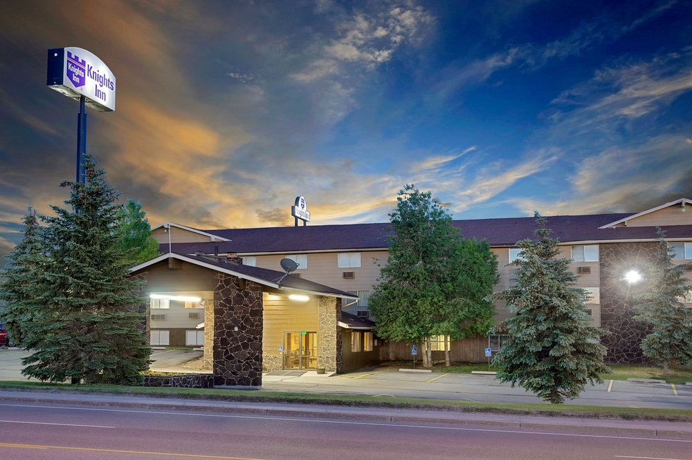 Cattle Company Steakhouse & Lounge: 339 Wasatch Rd, Evanston, WY