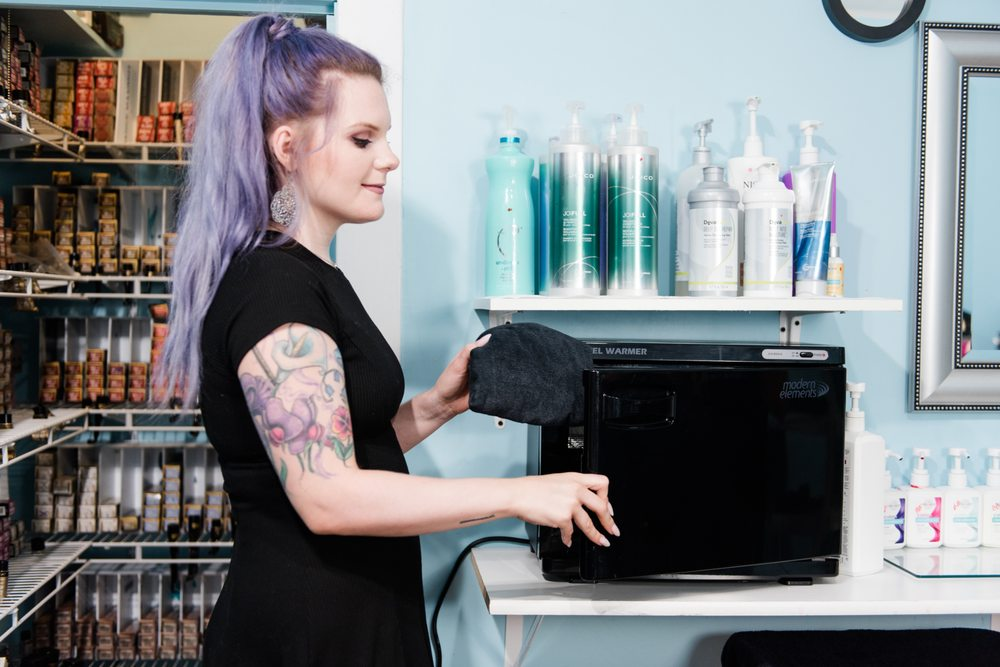 Evolve Salon: 327 5th St, Lincoln, IL
