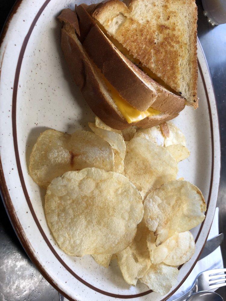 Southern Belle Truck Stop & Restaurant: 3425 Valley Rd, Berkeley Springs, WV