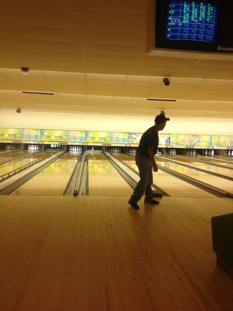 Linn Lanes Bowling Center: 2250 S Main Rd, Lebanon, OR