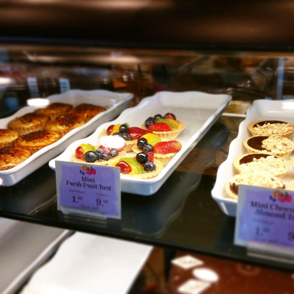 La Madeleine French Bakery & Café: 5876 Kingstowne Ctr, Alexandria, VA
