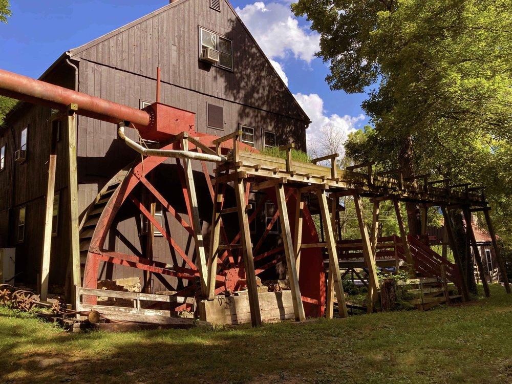 Osceola Mill Bed & Breakfast: 352 Tye River Turnpike, Vesuvius, VA