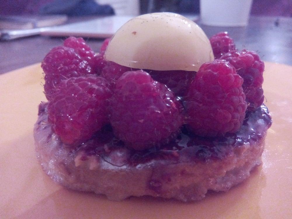 Pignol cake shop patisserie shops 8 place bellecour bellecour lyo - Monoprix lyon bellecour ...