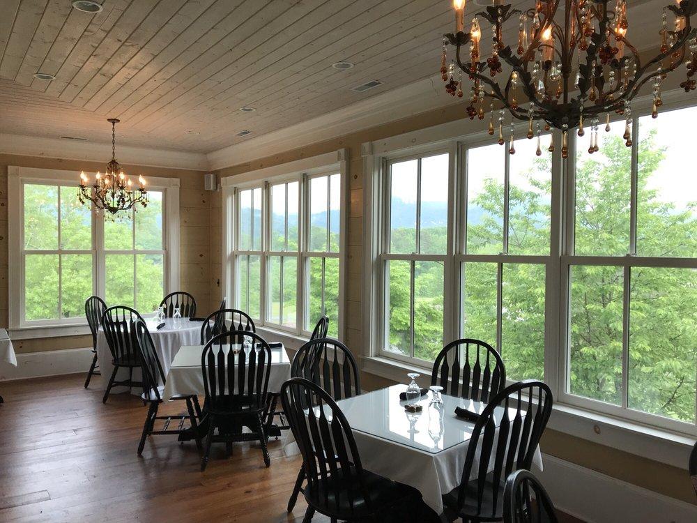 Rabun Manor Resort: 205 Carolina St, Dillard, GA
