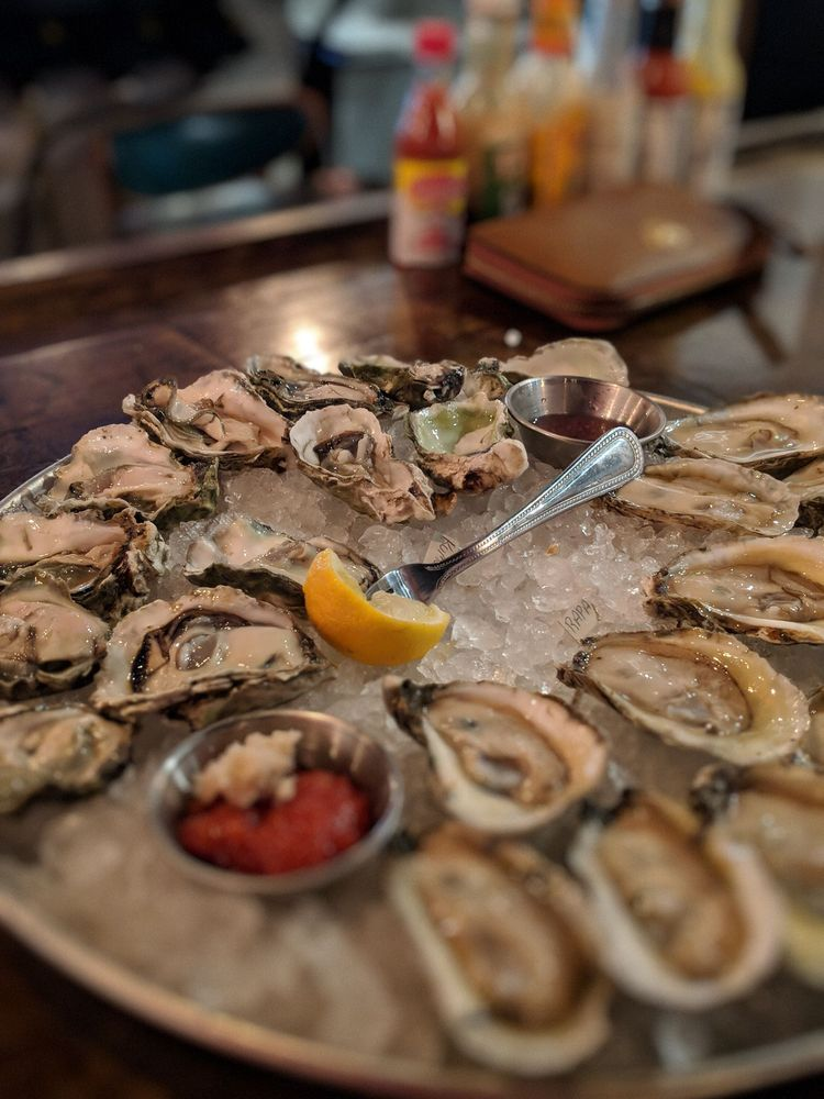 Standard Oyster Company: 2147 N Center St, Hickory, NC