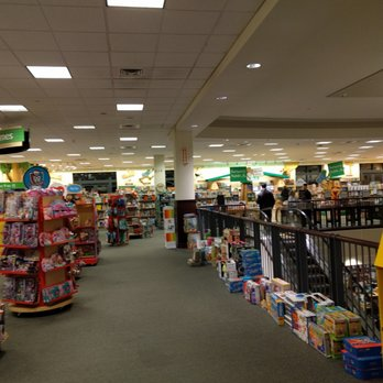 Barnes Noble 47 Photos 24 Reviews Bookstores 600 Smith