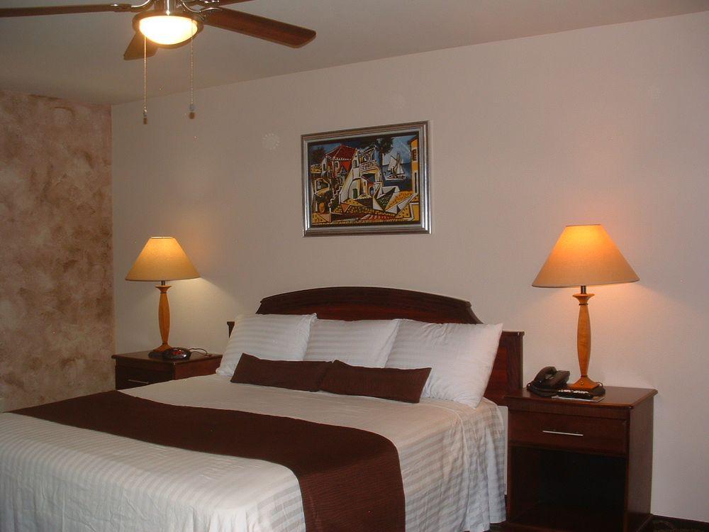 The Sunset Inn: 1310 W 8th St, Alamosa, CO