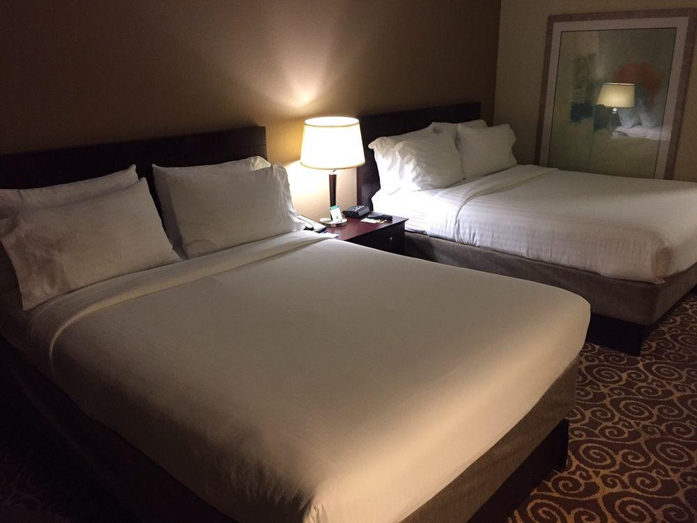 Holiday Inn Express & Suites Kansas City-Grandview: 12801 S US Hwy 71, Grandview, MO