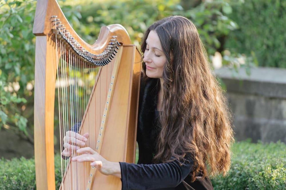Harpist Hollienea: Los Angeles, CA