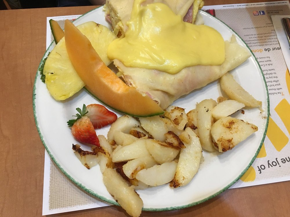 Cora Breakfast and Lunch: 4328 Walker Road, Windsor, ON