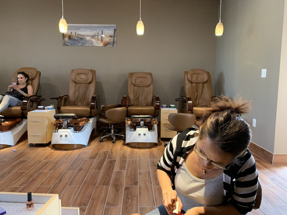 Galena Nails & Spa: Urbana, MD