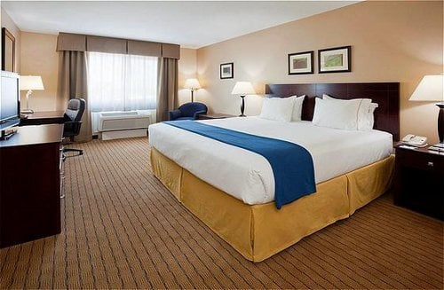 Holiday Inn Express Devils Lake: 875 Hwy 2 E, Devils Lake, ND