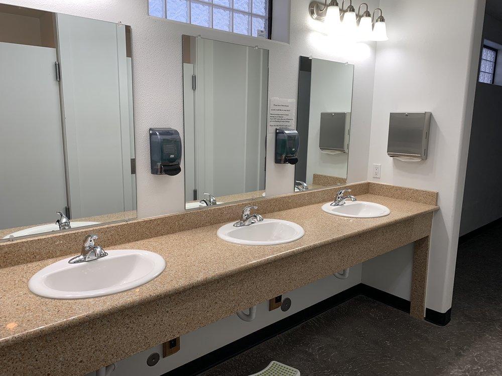 Rivers Edge Rv & Cabins Resort: 6820 Santa Fe Cir, Evansville, WY