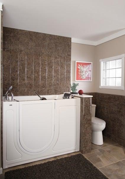 Re-Bath: 1255 Stamy Rd, Hiawatha, IA