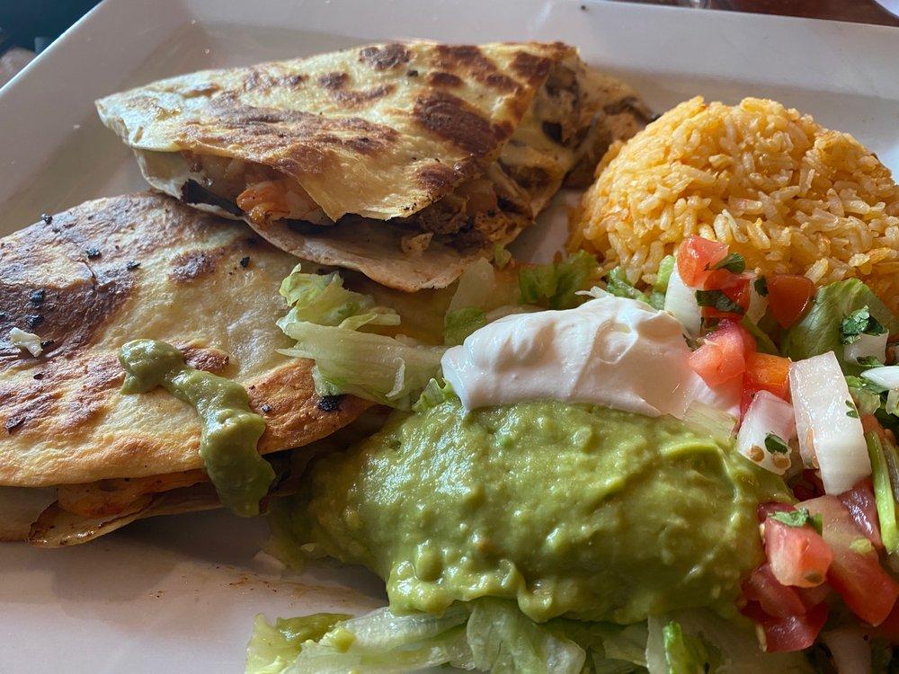 El Mariachi Mexican Restaurant: 102 E Madison St, Lake Mills, WI