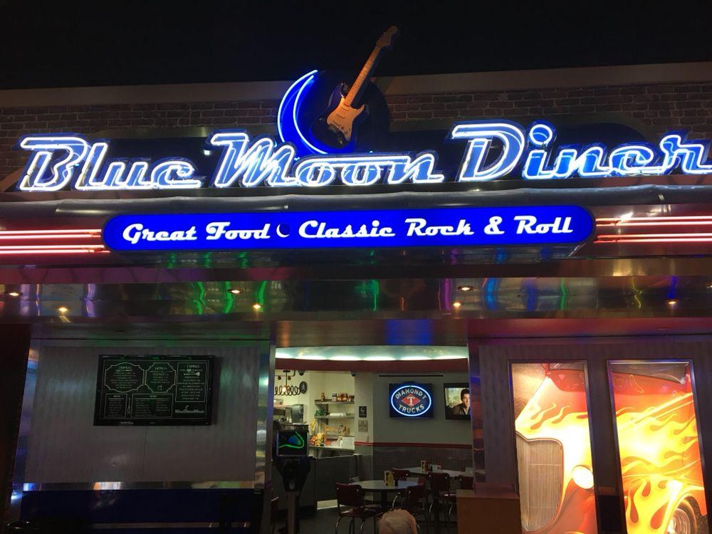 Blue Moon Diner: 893 N Hwy 69, Stringtown, OK