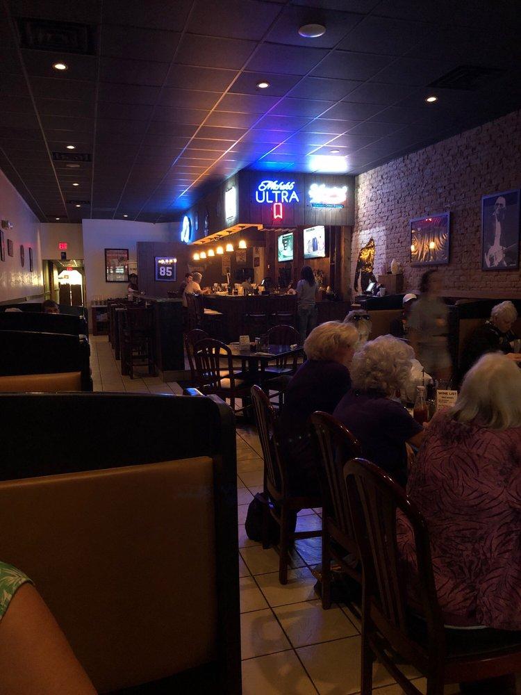 PYTs Legendary Grill & Bar: 506 N Limestone St, Gaffney, SC
