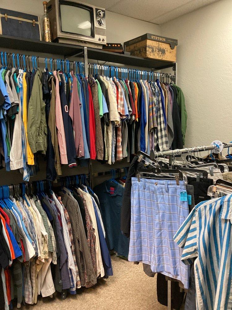 Blue Wolfe Clothing Store: 510 N Mt Shasta Blvd, Mount Shasta, CA