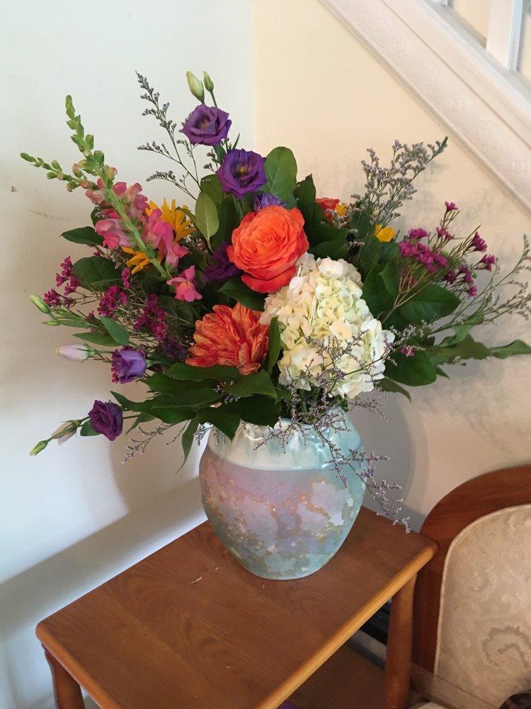 It's So Ranunculus Flower Shoppe: 59 N Main St, Marlborough, CT