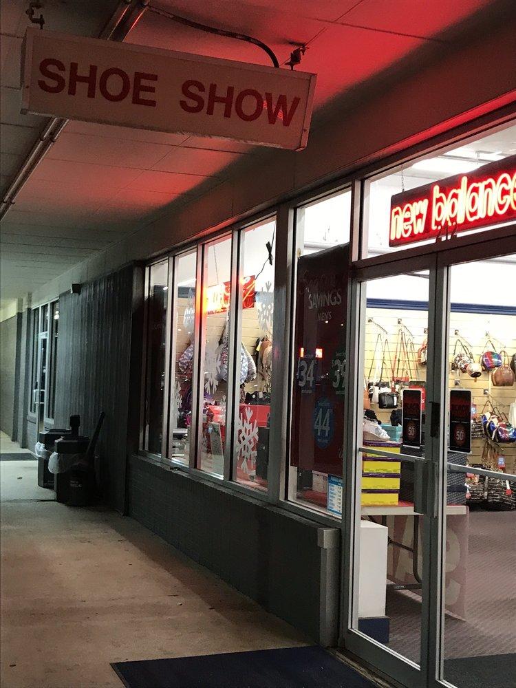 Shoe Show 301: 212 7th St S, Clanton, AL