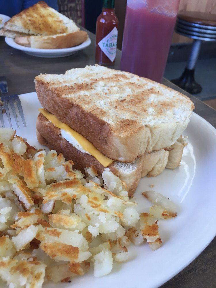 K-18 Cafe: 5495 Hwy K18, Lucas, KS
