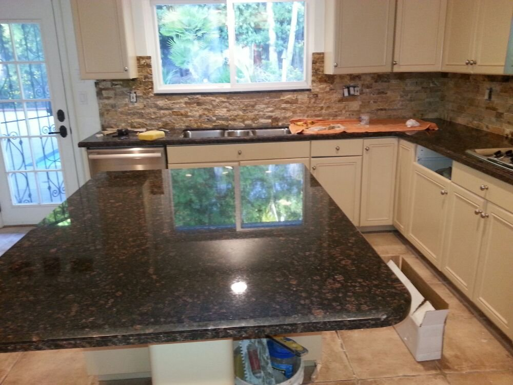 Natural Stone Backsplash Contrasting With Granite Top Yelp