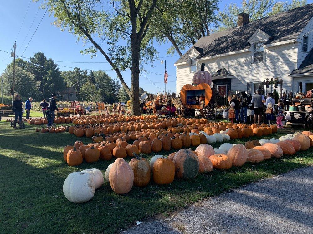 Devries Farm: 3808 S Cleveland Ave, Saint Joseph, MI