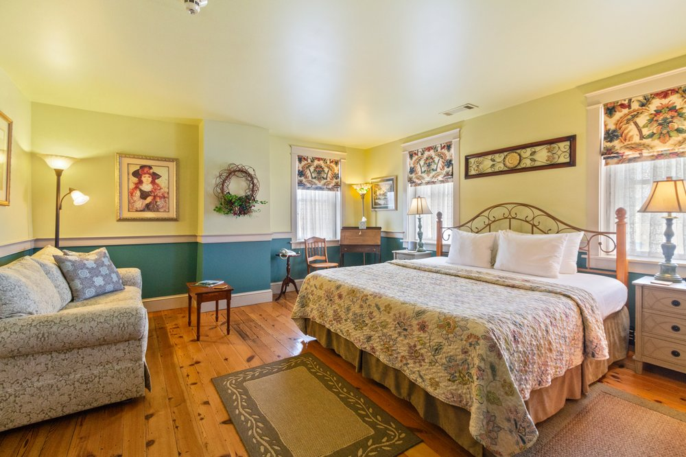 After Eight Bed and Breakfast: 2942 Lincoln Hwy E, Gordonville, PA