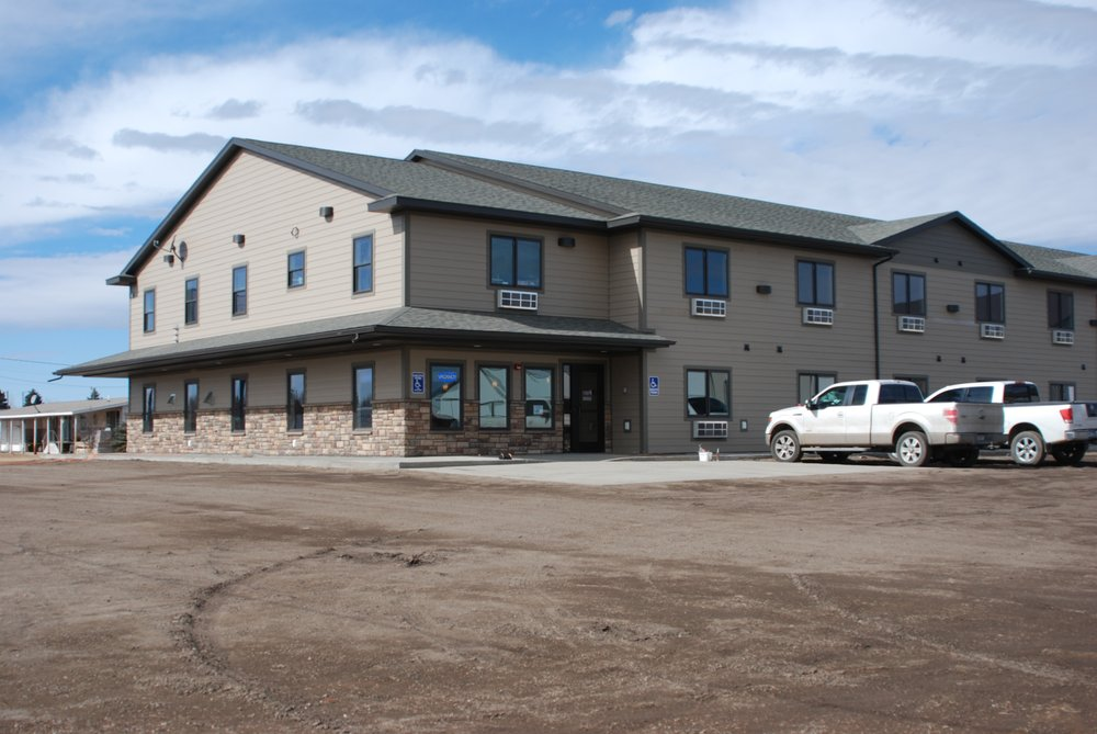 Hi-Line Inn & Suites: 781 6th St E, Culbertson, MT