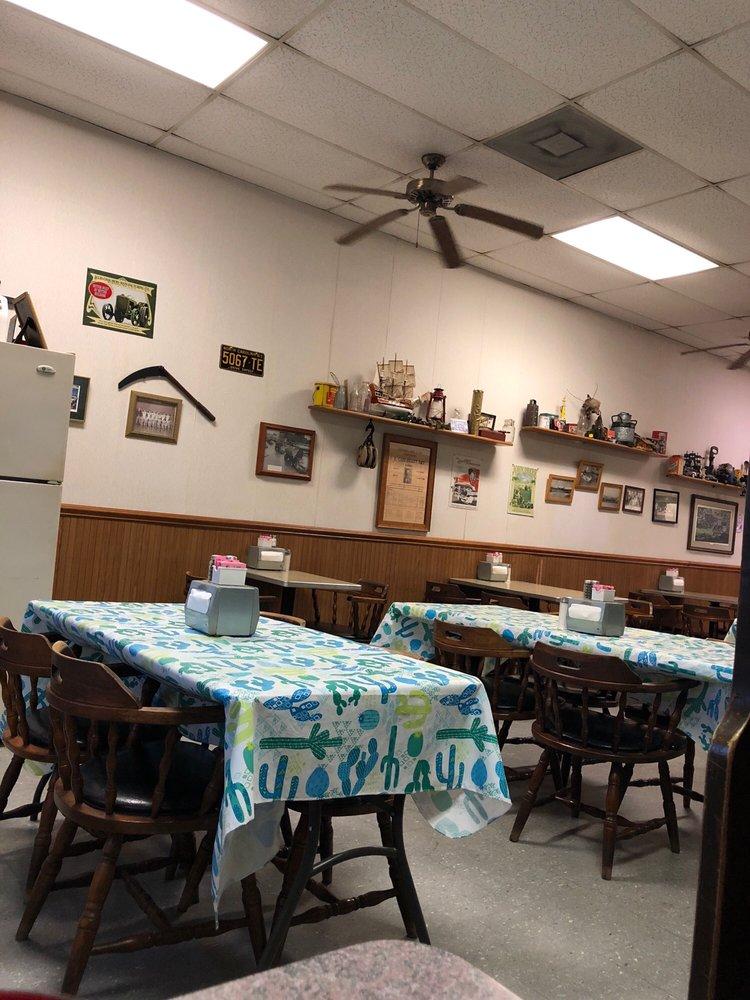 Little Village Restaurant: 151 S Middleton St, Robbins, NC
