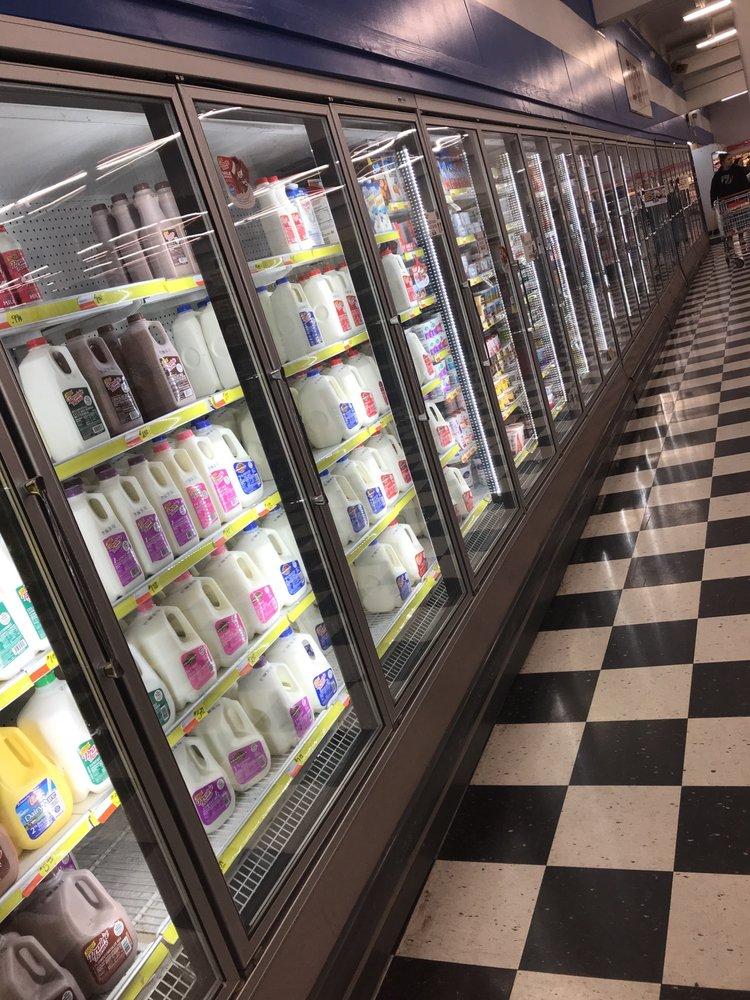 Chappell's Hometown Foods: 562 Broadway, New Johnsonville, TN