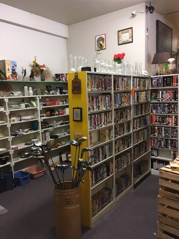 Treasure Hunters Store: 619 S Wenatchee Ave, Wenatchee, WA