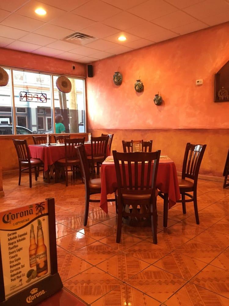 El Jalisco: 17 Bwy, Haverstraw, NY