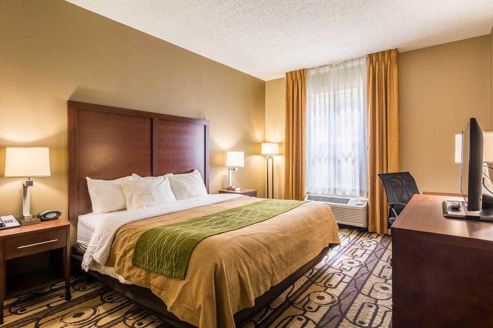 Comfort Inn: 1302 Richmond Ave, Staunton, VA