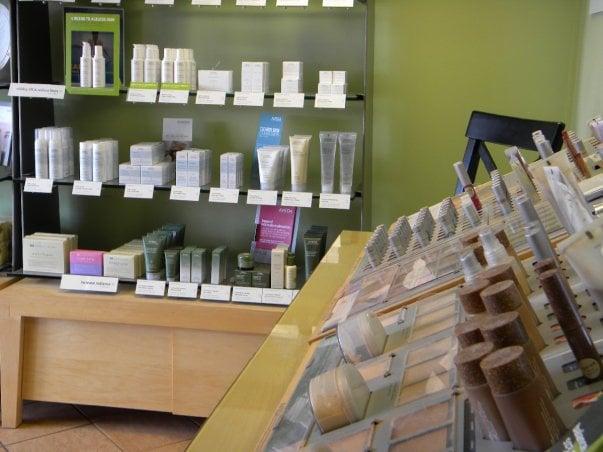 Contempo Salon Spa: 3343 Hillcrest Rd, Dubuque, IA