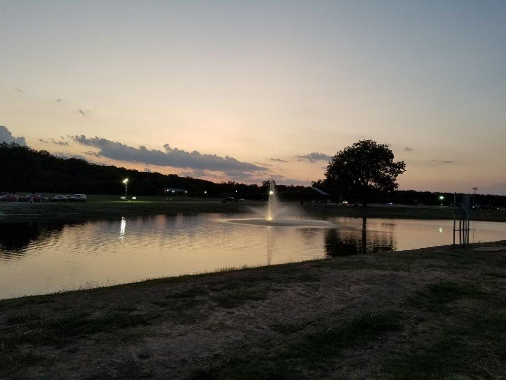 Hutto Lake Park: 805 Estate Dr, Hutto, TX