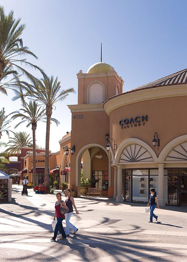 Restaurants Near Las Americas Premium Outlets