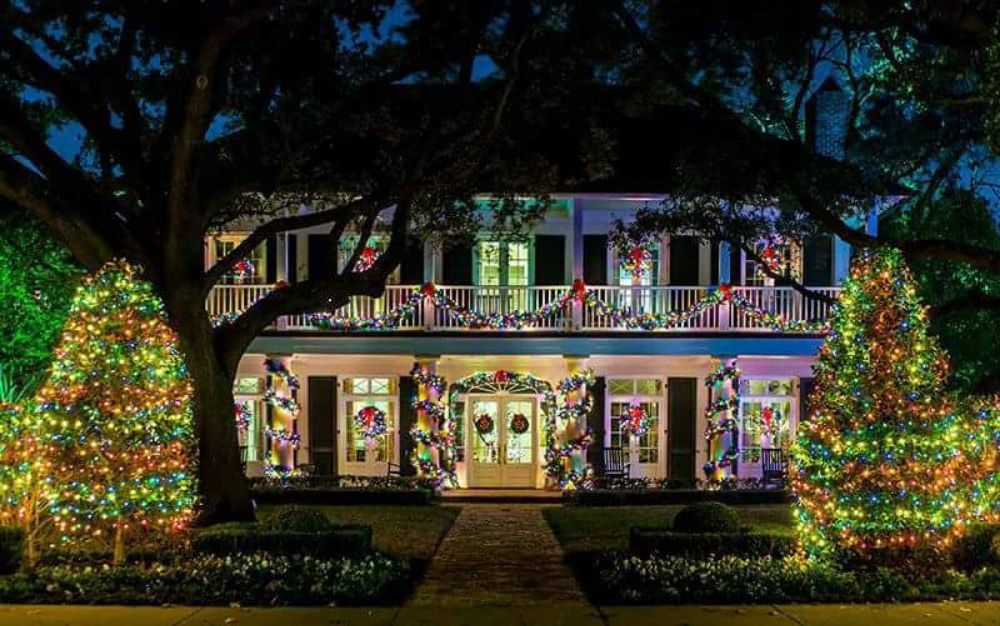 Highland Park Christmas Light Tours with Four Winds Carriage Company ...