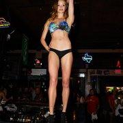 bar asutin Bikinis