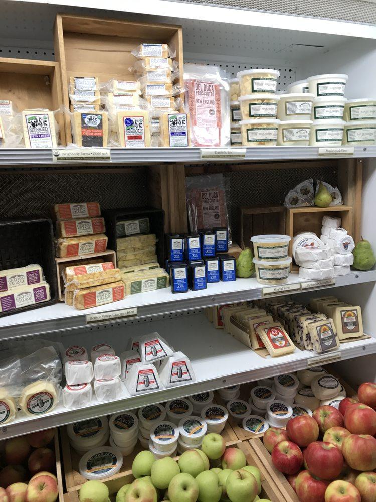 Atlas Farm Store: 218 Greenfield Rd, South Deerfield, MA