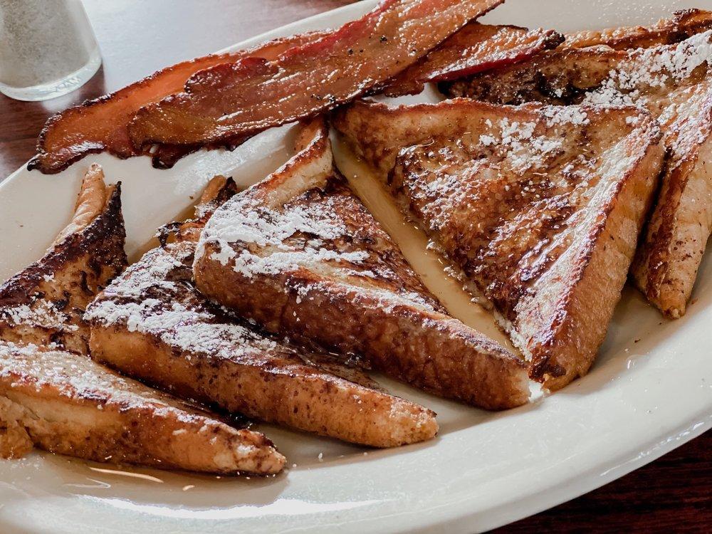 R'Reileigh's Daybreak Cafe: 34291 US Hwy 98, Lillian, AL