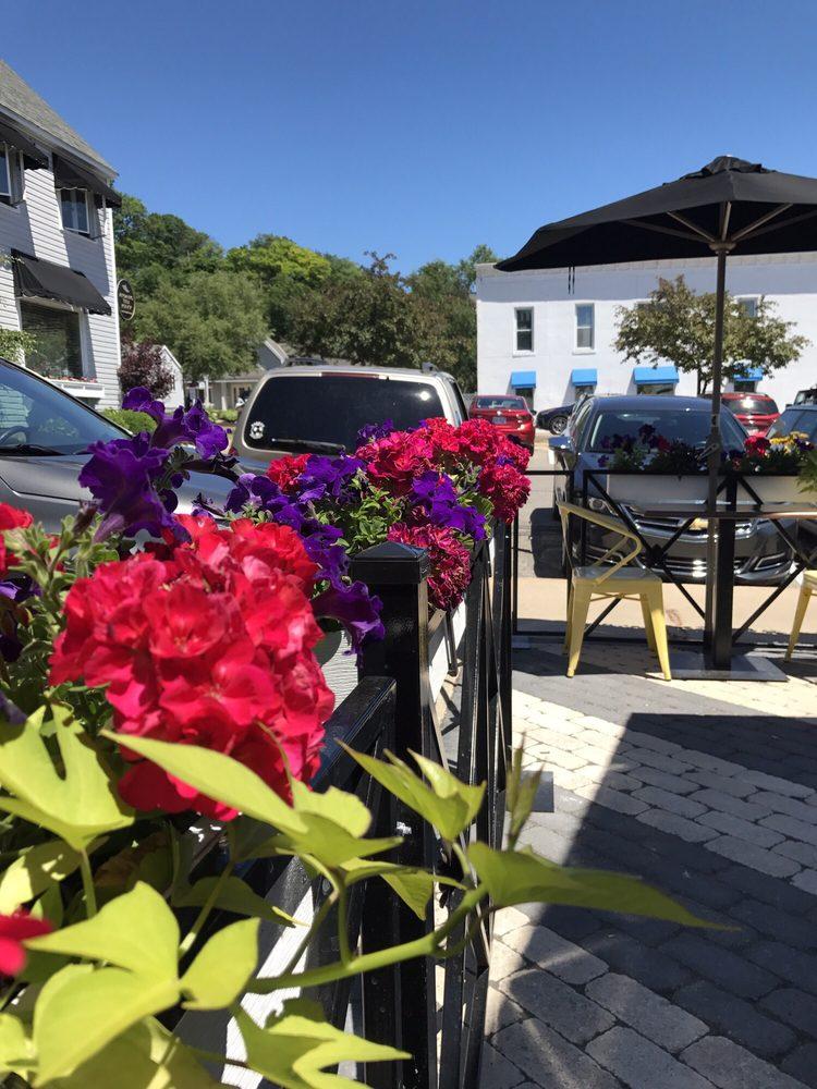 Colin's Corner Cafe: 138 W 3rd St, Harbor Springs, MI