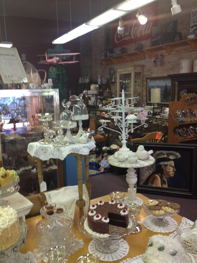 Confetti Antiques & Books: 273 N Main St, Spanish Fork, UT